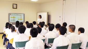 株式会社ワコムアイティ 松江東高校企業見学の様子1